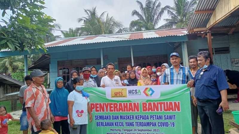 SPKS Bagikan Sembako ke Petani Kelapa Sawit Berlahan Kecil di 13 Kabupaten